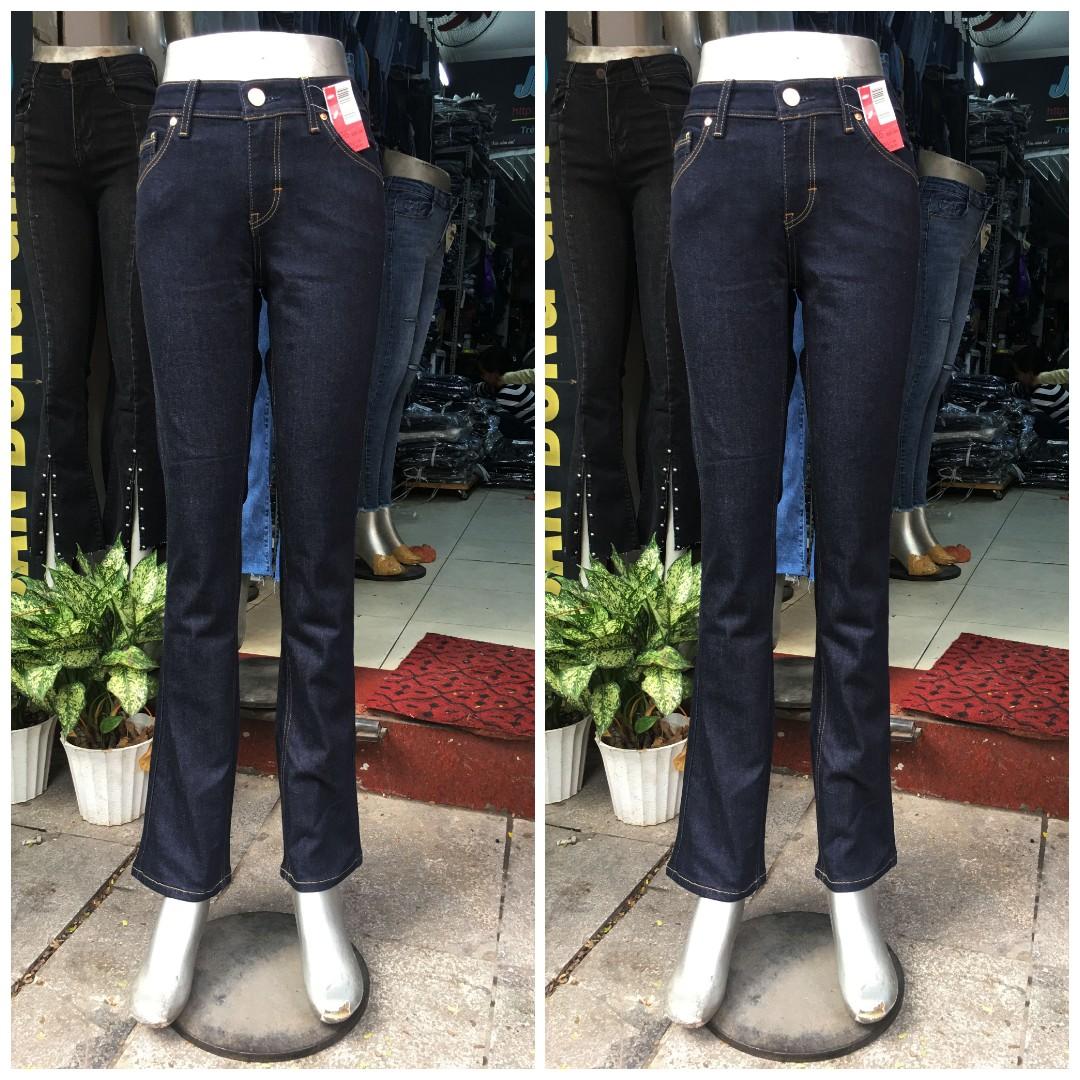 Jean nữ ống vẩy nhẹ, cạp cao vừa, không mài 323 Giá:350.000,00 ₫